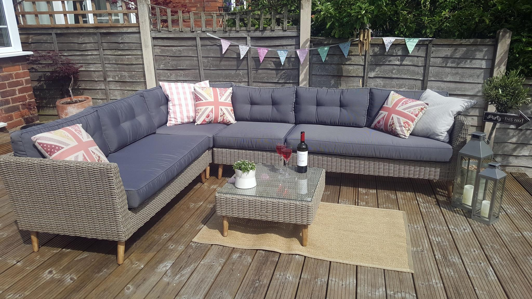 How To Choose An Elegant And Classy Outdoor Living Furniture