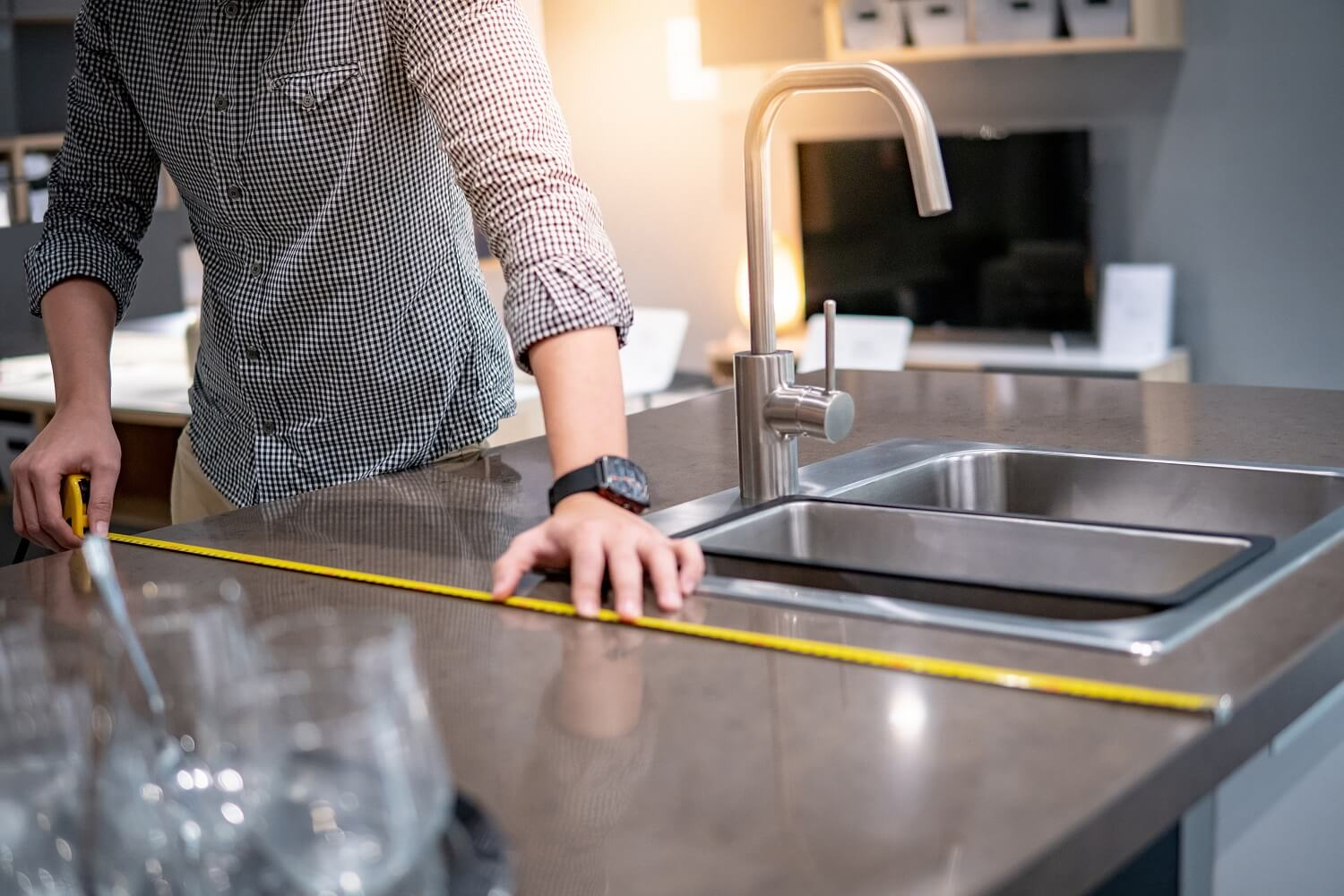 A Helpful Guide on How to Measure Countertops