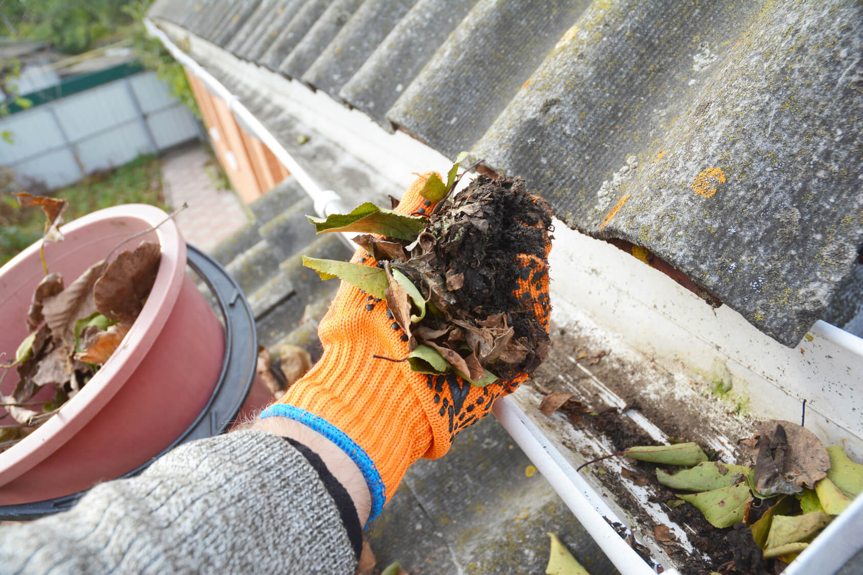 How to Clean Gutters: Know the Process Today