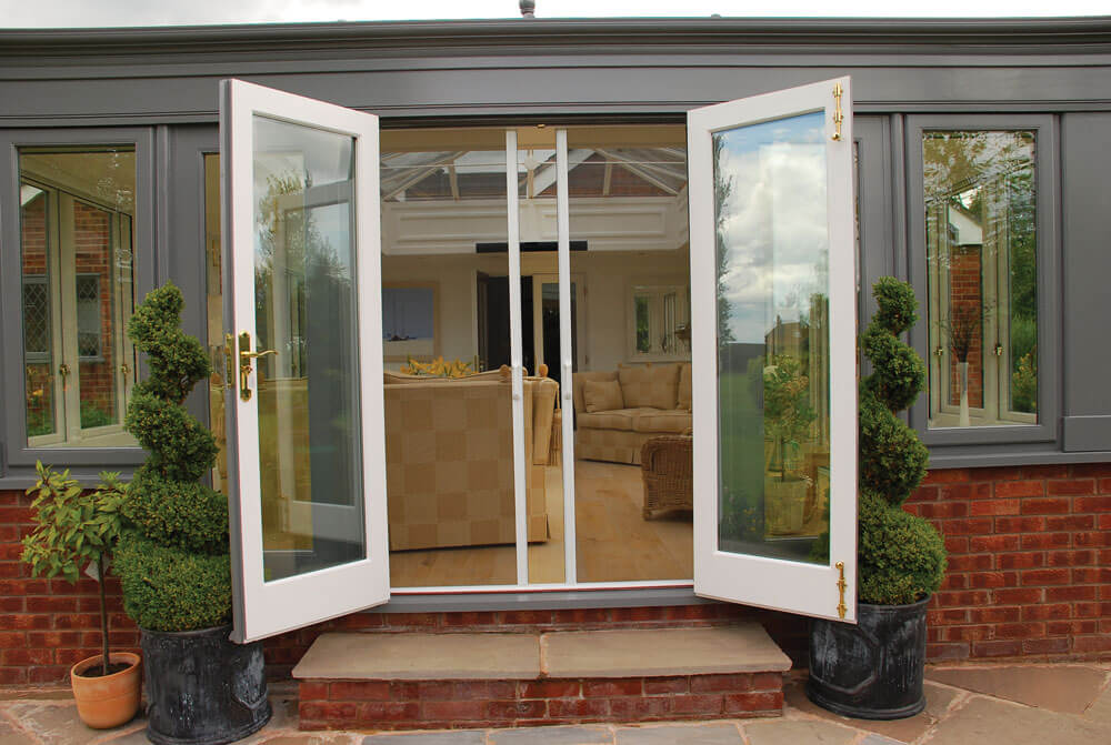 7 Benefits To Having A Retractable Screen Door