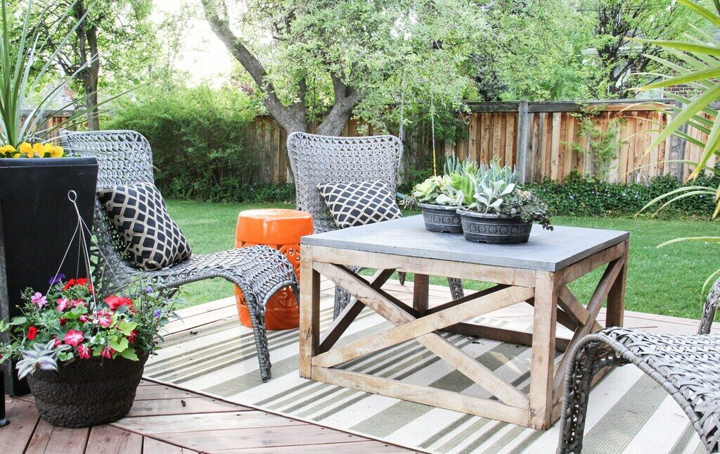 Outdoor Coffee Table: 15+ Amazingly Creative Ideas (With DIYs)