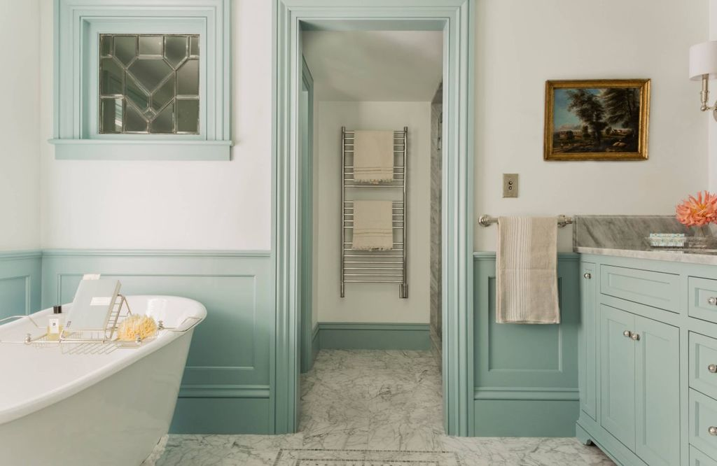 11+ Wainscoting bathroom Ideas for a Bath Filled With Texture and Character!