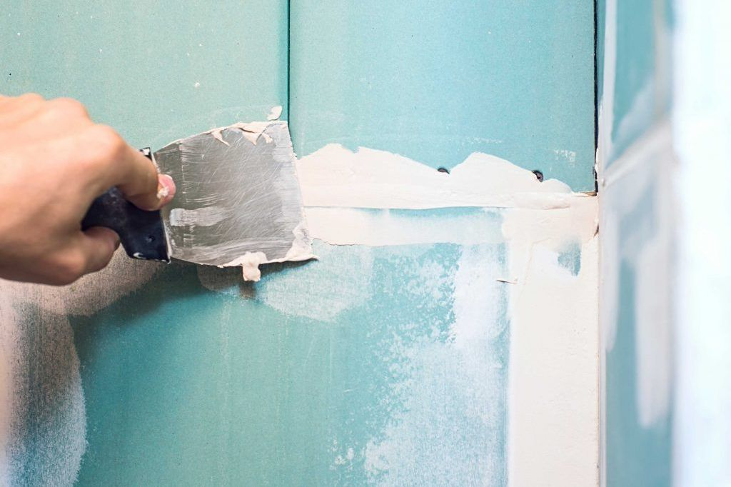 Are Your Walls Cracking at the Seams? These Are the Best Tips to Fix Cracks in Concrete Walls