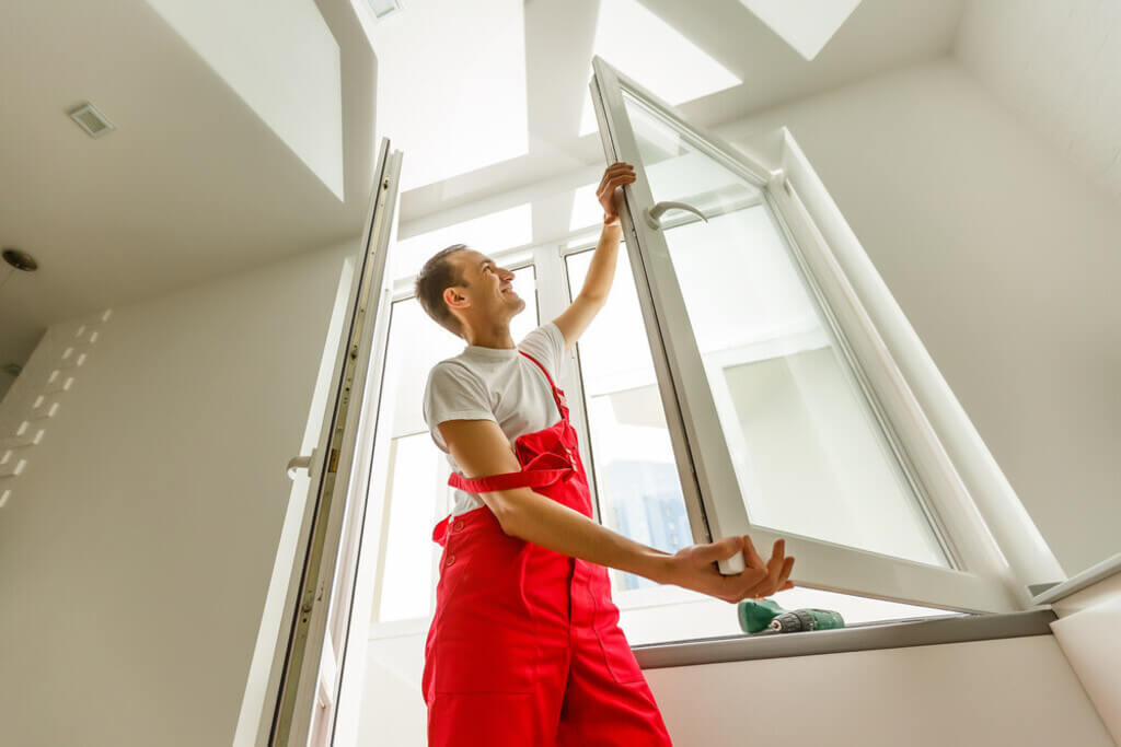 Benefits of Hiring Experienced Local Glaziers