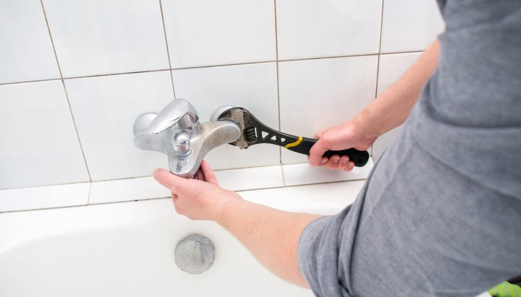 10 Step Process: How to Fix A Leaky Bathtub Faucet