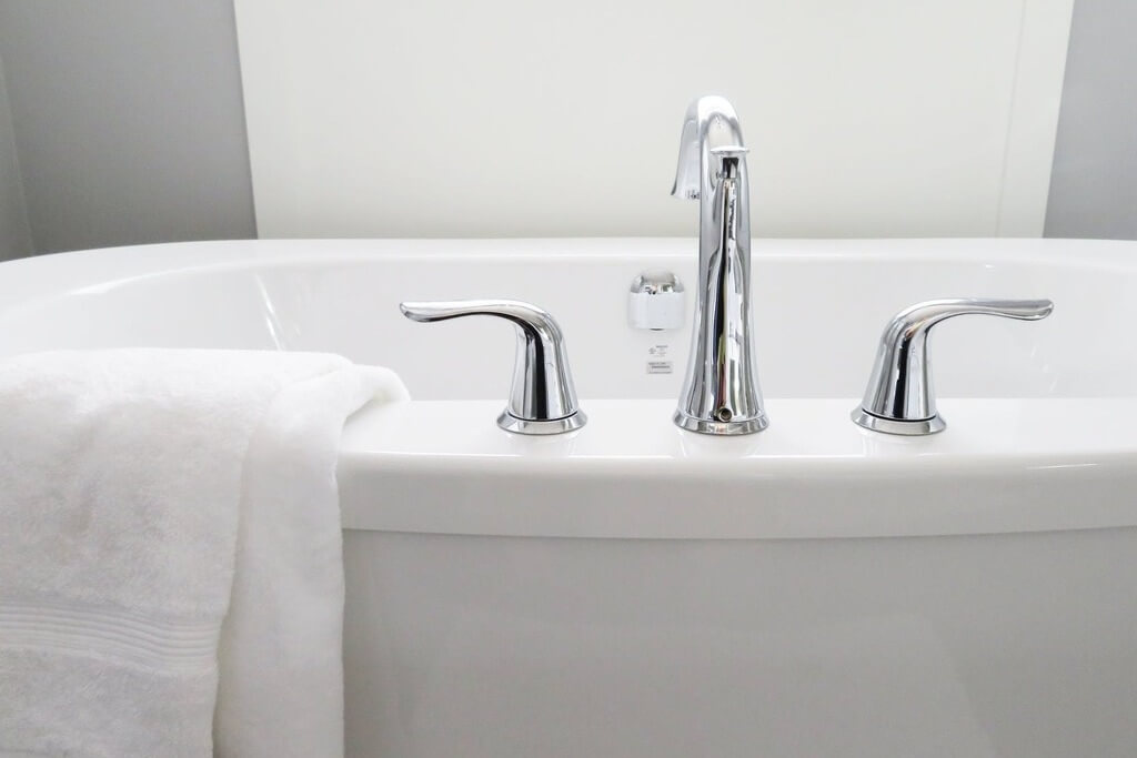 Why Do I Need a Bathtub Water Filter?